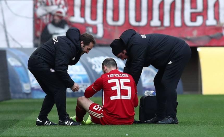 Τραυματισμός για Τοροσίδη, αποχώρησε από το ματς!