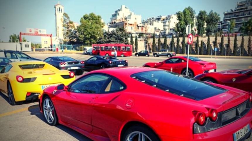 Το «Ferrari road show» φέρνει 30 Ferrari στο μεγάλο λιμάνι!
