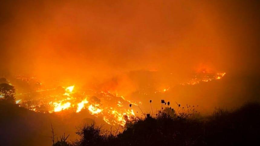 Φωτιά σε δασική έκταση στα νεόκτιστα Ασπροπύργου – Δεν απειλεί κατοικημένη περιοχή