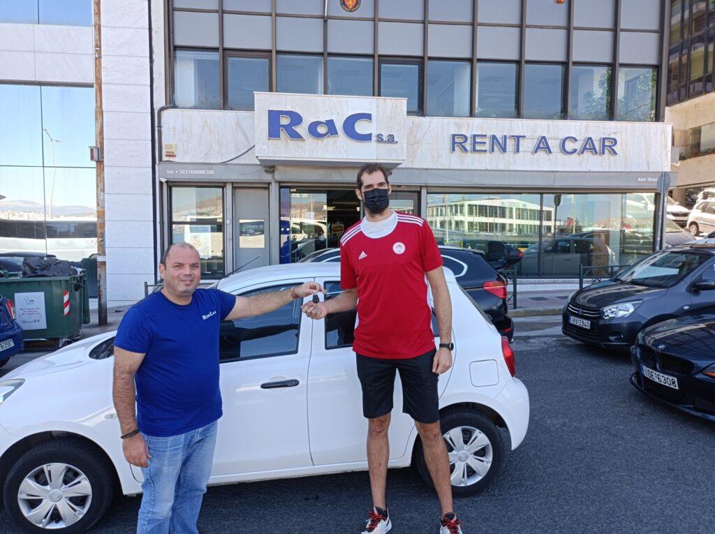 Άνχελ Μοντόρο: Παρέλαβε το νέο του αμάξι! (pics)