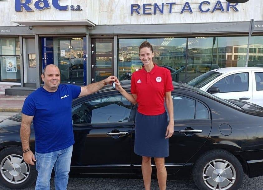 Μπάσκετ Γυναικών: Η Κριστίν Βίτολα παρέλαβε το νέο της αμάξι! (pics)