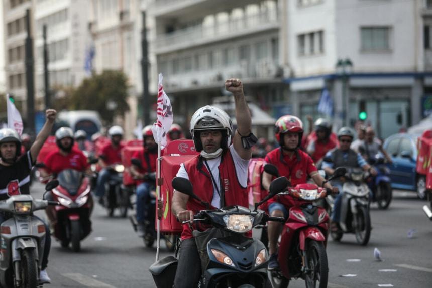 Στους δρόμους οι διανομείς της efood- Αντιδρούν στην αλλαγή των εργασιακών σχέσεων τους