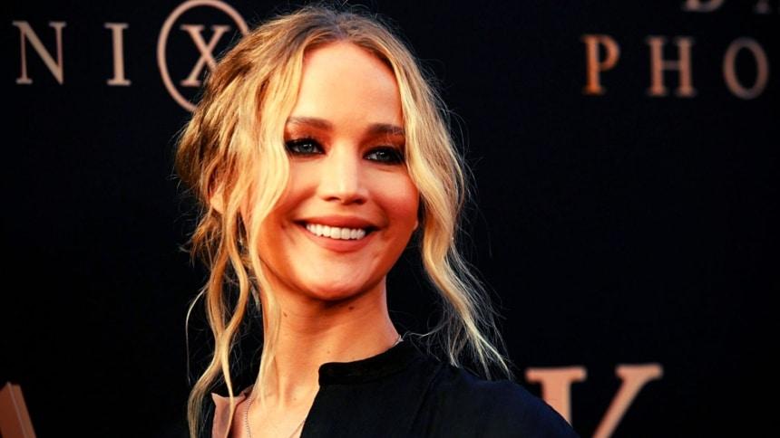 Έγκυος η Jennifer Lawrence – Οι πρώτες φωτογραφίες με φουσκωμένη κοιλίτσα!
