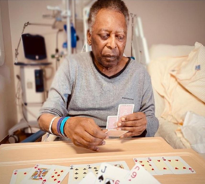 Ο Πελέ παίζει χαρτιά μαζί με την κόρη του στο νοσοκομείο (pic)